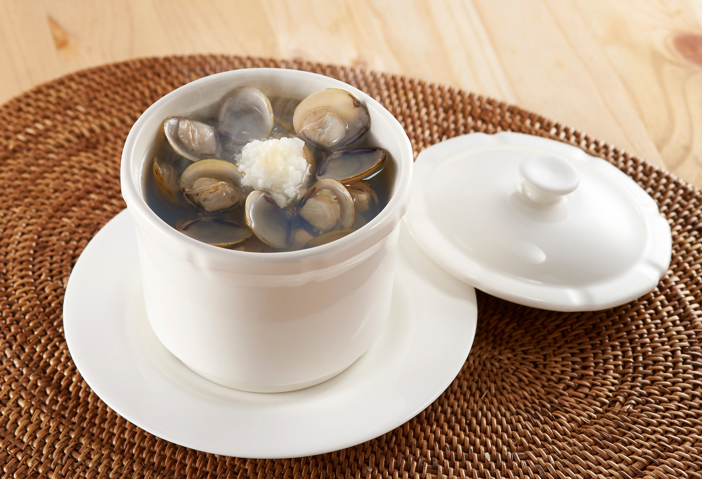 Freshwater Clams with Garlic Soup
