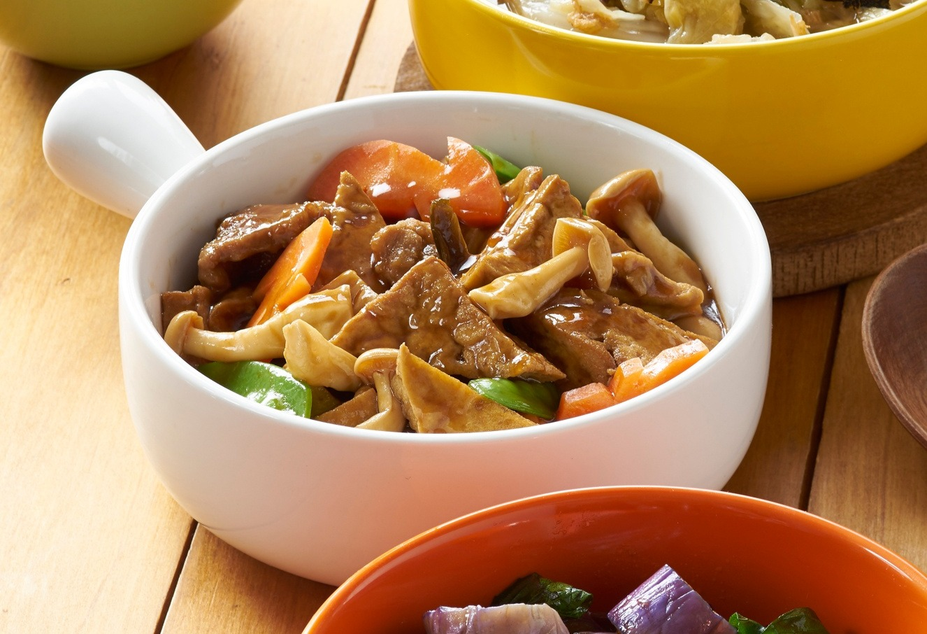 Tofu Stewed in Soya Sauce with Mushrooms, Pork and Vegetables in Pot